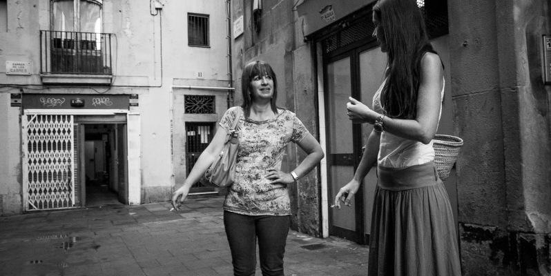 Two women smoking, Barcelona