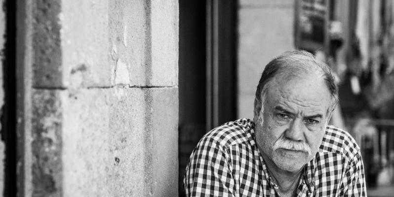 Mac sitting outside a bar, La Boqueria, Barcelona