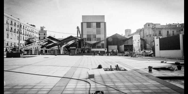 Photograph of the building work at the back of the Boqueria, Barcelona. Minolta XDs with 24mm.