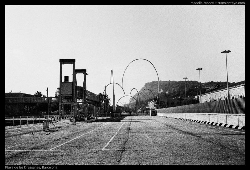 Plaça de les Drassanes, Barcelona. Leica M7 with Zeiss 2/35.