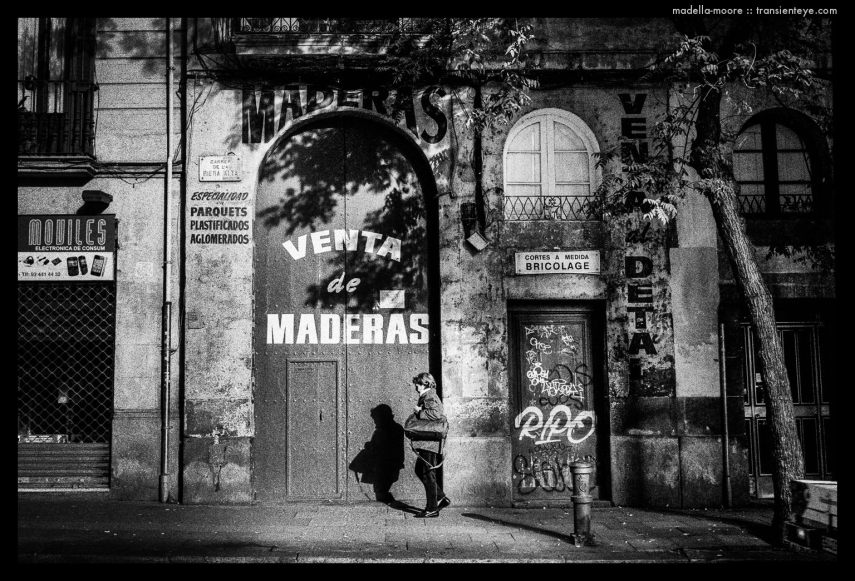 Street Photography, Barcelona. Leica M7 with Zeiss Biogon 2/35 and Ilford HP5 plus.
