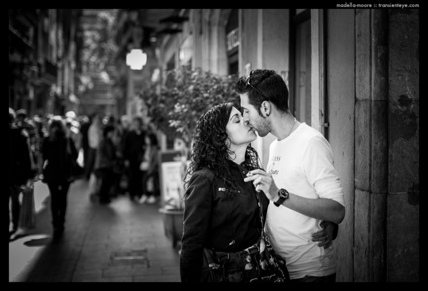 Barcelona Kiss. Canon 5D mark III with 50mm f1.2L.