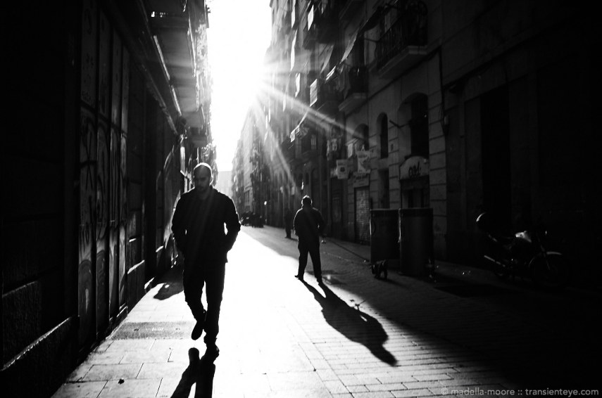 The narrow streets of Barcelona, Contra-Luz.