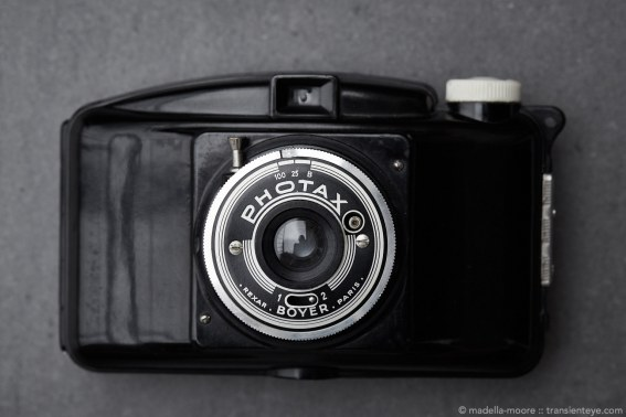 Boyer Photax IV-F Bakelite Camera with screw threaded retractable lens.