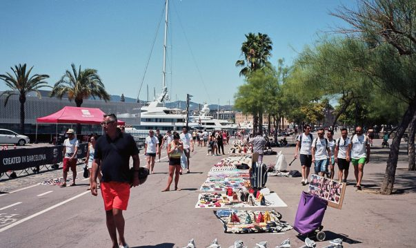Illegal street-sellers, Barceloneta (Barcelona)