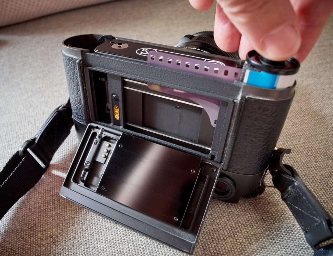 Loading film in to the M7